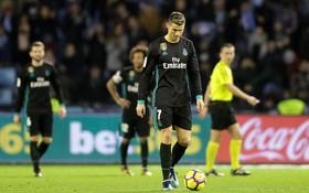 Ronaldo lại tịt ngòi, Real Madrid kém Barca tới 16 điểm