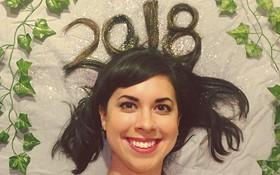 Chụp ảnh cực dị đón năm mới, cô gái này được cả trăm nghìn người chú ý trên Instagram