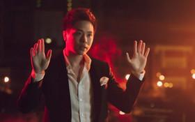"""Trịnh Thăng Bình """"lột xác"""" làm hacker chất ngầu, hé lộ cảnh bị bắn đầy bí ẩn trong teaser MV mới"""