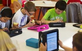 """Bên trong """"Trường học Steve Jobs"""": iPad thay sách giáo khoa, học sinh ăn rất nhiều táo"""