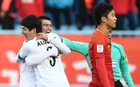 """U23 Trung Quốc thua đau trước chiếc """"xe buýt 2 tầng"""" của U23 Uzbekistan"""