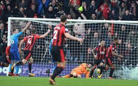 Thua 2 bàn trong 4 phút, Arsenal chìm sâu vào khủng hoảng