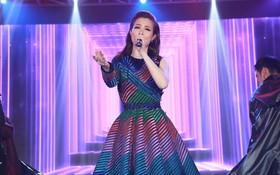 Sau đại chiến fan, Đông Nhi làm bùng nổ sân khấu với bản mash-up loạt hit 2017 đầy đẳng cấp