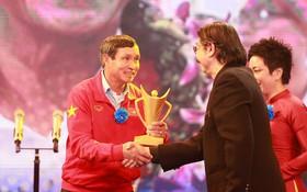 HLV Mai Đức Chung và tuyển nữ Việt Nam cùng được vinh danh ở Cúp chiến thắng 2017