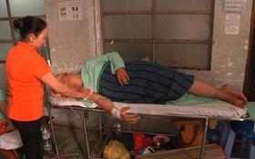 """Vụ thanh niên 17 tuổi bị cứa rách mông khi đi vệ sinh: """"Nạn nhân nặng đến 100kg nên bồn cầu bị bể"""""""