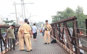 Trước khi đổ sập, cầu Long Kiển ở Sài Gòn từng một lần bị hỏng do sà lan đâm trúng