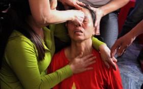 Mẹ trung vệ Tiến Dũng ngất xỉu ngay sau khi U23 Việt Nam giành chiến thắng trước U23 Qatar