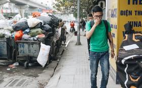 Ảnh, clip: 4 ngày không đổ rác do người dân chặn xe tải vào bãi, nhiều quận nội thành Hà Nội ngập ngụa trong phế thải