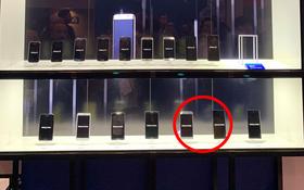 """Mang cả đống smartphone đi khoe event nhưng Samsung lại lỡ """"quên"""" 2 chiếc vì lý do bi hài này"""