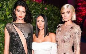"""Những sản phẩm """"trời ơi đất hỡi"""" của gia đình Kardashian sẽ khiến bạn thốt lên: """"Thứ này cũng có người mua sao?"""""""