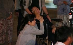 """Người thân các nạn nhân tử vong trong vụ tai nạn kinh hoàng ở Long An khóc ngất tại bệnh viện: """"Con ơi, sao bỏ bố mẹ mà đi..."""""""