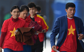 Bố mẹ Văn Hậu, Tiến Dũng vượt hơn 6000 cây số cổ vũ con trai, đặt niềm tin vào một chiến thắng
