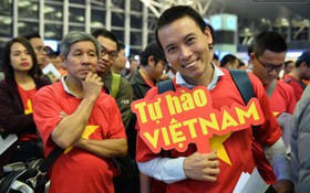 Hàng trăm CĐV từ Hà Nội - Hồ Chí Minh hội quân sang cổ vũ ĐT Việt Nam trong trận tứ kết Asian Cup 2019