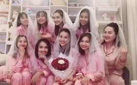 """Còn hai tuần nữa đám cưới với bạn trai ngoại quốc, MC Hoàng Oanh """"đánh lẻ"""" làm tiệc chia tay độc thân với Nhã Phương và hội chị em"""