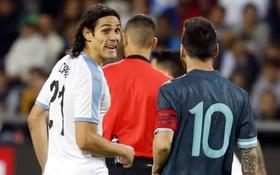 """Đối thủ gạ đấm nhau, Messi đáp trả: """"Bất cứ khi nào mày muốn"""""""