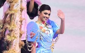 Cận cảnh dàn hoa hậu xinh tươi tham gia diễu hành khai mạc SEA Games 30