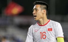 """Cùng """"tạo nghiệp"""", đội trưởng U22 Việt Nam lại được tán dương hơn hẳn trò ăn gian của cầu thủ Singapore"""