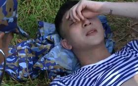 Sao nhập ngũ: B Trần ngã khuỵu dưới nắng, chân không thể đứng vì quá đau