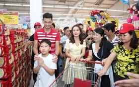 """Fan phấn khích khi chứng kiến Bảo Thanh vừa thả tim Cosy, vừa hát live cực ngọt nhạc phim """"Về nhà đi con"""""""