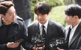 Sau 21 giờ thẩm vấn vì tội phát tán ảnh và hối lộ, Choi Jong Hoon nói gì trước hàng ngàn câu hỏi từ phóng viên?