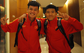 Tuyển thủ Việt Nam tươi như hoa khi trở về khách sạn sau trận thắng Thái Lan
