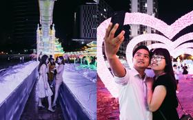 Người dân ùn ùn kéo đến check in tại lễ hội ánh sáng lần đầu tiên xuất hiện ở Sài Gòn