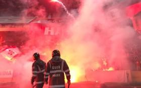 KINH HOÀNG: CĐV Hải Phòng biến Hàng Đẫy thành biển lửa