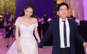 """Nhã Phương - Trường Giang """"tay đan tay"""", lần đầu lộ diện cùng nhau sau nửa năm tổ chức đám cưới"""