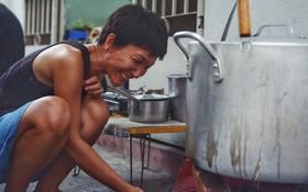 Đằng sau nồi bún măng bò Bà Dzú độc nhất Sài Gòn là câu chuyện của người phụ nữ gác lại mọi đam mê để được bên cạnh chăm mẹ