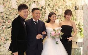 """Dàn nghệ sĩ đình đám Vbiz rạng rỡ đến chung vui đám cưới với đạo diễn """"Cua lại vợ bầu"""""""