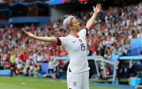"""""""Captain America"""" phiên bản nữ ghi cả 2 bàn loại chủ nhà Pháp ở tứ kết World Cup 2019"""