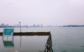 Clip: Nước hồ Tây trong xanh, nhìn thấy đáy sau 1 tháng áp dụng công nghệ Nhật Bản