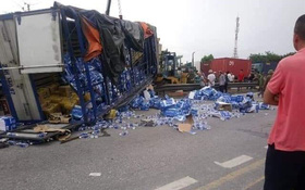 Nóng: Ít nhất 6 người bị ô tô tải lật đè tử vong khi đứng xem hiện trường tai nạn giao thông ở Hải Dương