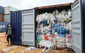 Indonesia trả lại 49 container rác thải cho Châu Âu, Mỹ