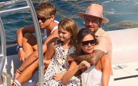 David Beckham không thể ngừng âu yếm vợ và chơi đùa với các con, gia đình hạnh phúc số 1 Hollywood là đây chứ đâu?