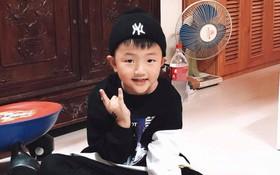 """Lên đồ tạo vài dáng """"sương sương"""" cho mẹ chụp, con trai Thu Quỳnh được khen hết lời vì đáng yêu hết phần người khác"""
