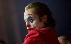 """Joker bị chỉ trích vì chứa nhiều cảnh bạo lực, Warner Bros vội lên tiếng bênh vực """"con cưng""""!"""