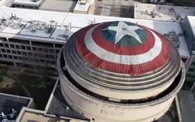Một nhóm fan Marvel biến Mái vòm Lớn của MIT thành khiên vibranium khổng lồ để tri ân Captain America