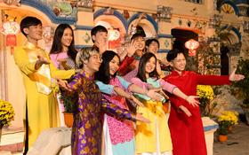 """Suni Hạ Linh, Đỗ Hoàng Dương rủ rê nhau về quê, tiện thể mời gọi cả Xesi, Vũ Thảo My, MLee cùng """"quẩy"""" trong MV mừng Tết"""