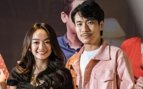 """Kaity Nguyễn diện cây đen nền nã, dính như sam với """"tình màn ảnh"""" Kiều Minh Tuấn ở thảm đỏ Tiệc Trăng Máu"""