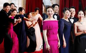 """Dàn sao """"Ký sinh trùng"""" gây sốt khi """"làm trò"""" trên thảm đỏ Oscar 2020, nữ hoàng phim nóng và Park So Dam chiếm trọn spotlight"""