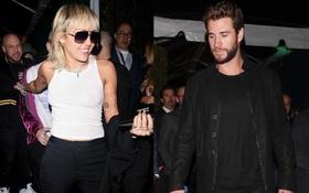 """Tình cờ dự sự kiện chung hậu ly hôn, Miley Cyrus và Liam """"tránh nhau như tránh tà"""" với 2 biểu cảm đối lập bất ngờ"""
