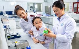 """Xuất hành đầu năm cùng mẹ con Hồng Diễm: Tìm hiểu quy chuẩn chất lượng tại """"đại bản doanh"""" Cô Gái Hà Lan"""