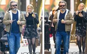 """Tài tử """"Twilight"""" 50 tuổi và bạn gái 25 tuổi dạo phố thôi mà gây bão: Sắc vóc của đằng gái gây chú ý lớn"""