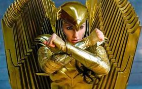 Wonder Woman khoe bộ cánh dát vàng lóa mắt, DC định dùng tiền khiến Iron Man của Marvel xách dép hay sao?