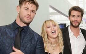 """""""Thor"""" Chris Hemsworth """"đá đểu"""" Miley Cyrus trên bìa tạp chí chỉ bằng một chi tiết đặc biệt?"""