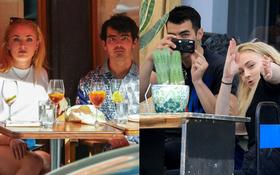 """Kpop có Dahyun, Hollywood có vợ chồng Joe Jonas - mỹ nhân """"X-Men"""": Soi paparazzi thế này, Dispatch cũng phải sợ một phép"""