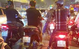 Xôn xao hình ảnh 3 chiếc xe tay ga biển ngũ quý chạy song song trên đường phố Hà Nội