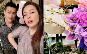 """Phát hiện đóa hoa """"Yêu em"""" của TiTi trong đống quà sinh nhật Nhật Kim Anh: Chuyện tình """"Hi chị, anh yêu em"""" là đây?"""