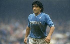 Câu chuyện đầy cảm động về trận đấu trong bùn của Maradona, giúp người bạn nay trở thành kẻ vô gia cư